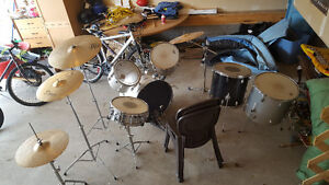 Hardly used drum set
