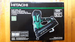 """Cloueuse de finition sans fil 18 volts Hitachi - 1""""1/4 - 2""""1/2"""