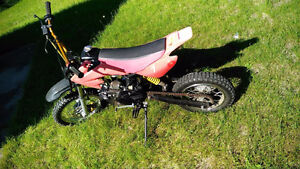 125cc Red Dirt Bike For Sale. Excellent Condition