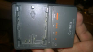 Original Canon CG-580 Portable Battery Charger