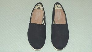 TOM'S Classic Black Women's Canvas Slip-On Shoes..never worn..Si