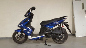 *REDUCED* 2011 Kymco Super 8 2T 50cc Scooter LOW KM