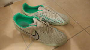 Nike womrns mercurial soccer FG cleats size 9