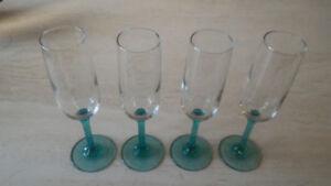 Ensemble de 4 flûtes à champagne en verre