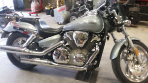 2003 Vtx-C, Orion silver, Stage 1 carburator kit,Roadhouse pipes