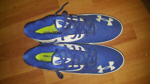 Selling NEW football shoes