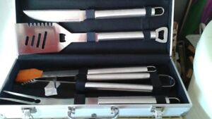 DELUXE BBQ SET IN SILVER CASE