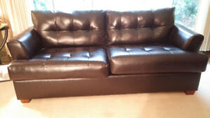 BLACK DURABLEND BLENDED LEATHER COUCH.