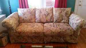 BEAUTIFUL COMFY COUCH / SOFA AND LOVE SEAT FOR SALE