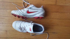 Nike Boys Size 4 Soccer Cleats