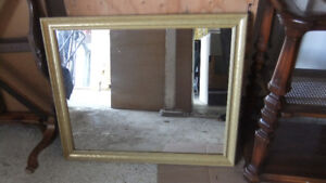 medium size wall mirror in great cond