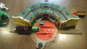 Thomas the Trackmaster RC Train and Tidmouth Sheds with 60+ Pc.