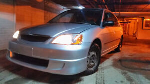 2003 Honda Civic  1.7L 4Cyl Manuel. en Tres Bonne Etat   1,700$