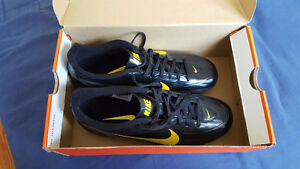 Men's NIKE Outdoor Soccer Cleats Size 9