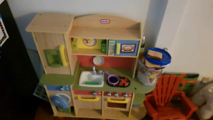 Little tykes play kitchen with some play food
