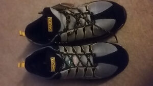 Brand New safety shoes size 9 wide