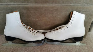 Girls Figure Skates, Size 2 + Bag