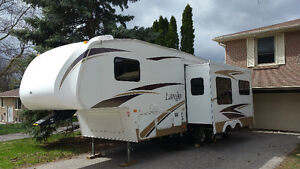2009 Keystone Laredo Fifth Wheel 265RL1/2 ton Towable 1 slide