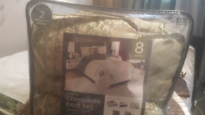 Complete bed set 8 pices Queen size