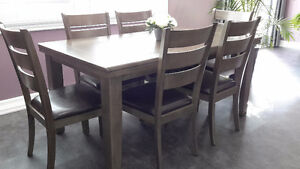 Beautiful modern dinning room table with 6 chairs Peterborough Peterborough Area image 2