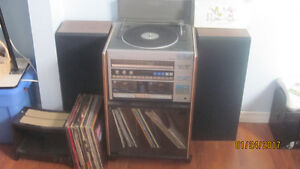 Turntable/stereo/cassette player