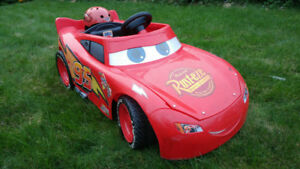 FISHER PRICE LIGHTNING MCQUEEN RIDE ON CAR