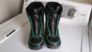 Kids snowboard boots size 2