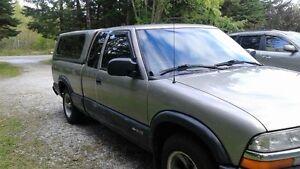2000 Chevrolet S-10 black Pickup Truck