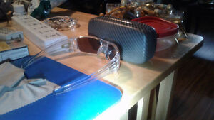 New oakley fuel cell glasses with case(authentic) no scraches