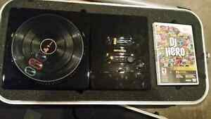 Dj Hero, renegade Edition. Jay-z and Eminem turntable