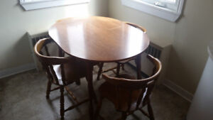 Kitchen Table w/ 4 Chairs - Excellent Condition