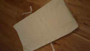 Changing pad with beige cover Gatineau Ottawa / Gatineau Area image 2