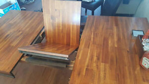 Beautiful solid wood dining table 4 - 6 seater. Windsor Region Ontario image 3