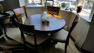 Solid dinning room table set