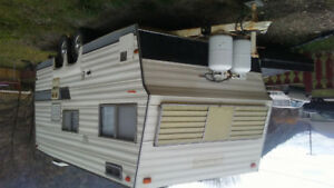 1977 21' Holidare Travel Trailer