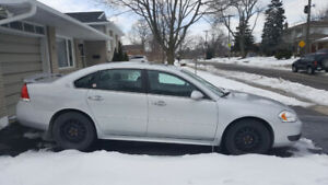 2009 Chevy impala very low kms must see .