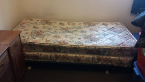 Selling a Bed Set! (SINGLE)