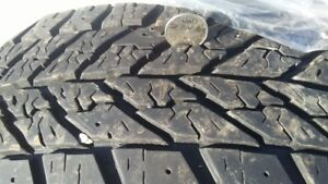 4 pneus usagés Goodyear Ultra-Grip Winter 185-60R15