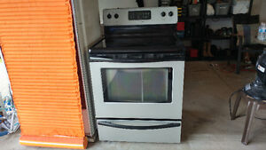 FRIGIDAIRE Electric GLASSTOP oven for sale