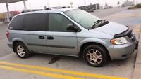 2005 Dodge caravan negociable