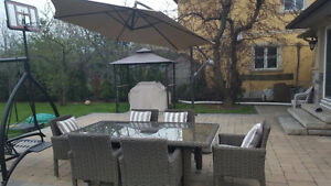 BEAUTIFUL WICKER PATIO SET FOR 6 (UMBRELLA INCLUDED)