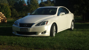 2010 Lexus 250 IS - Loaded! Moonroof -reverse cam- leather