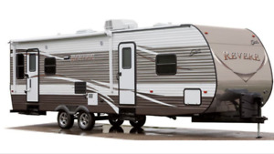 2016 Shasta Revere 27' Bunk House - brand new condition
