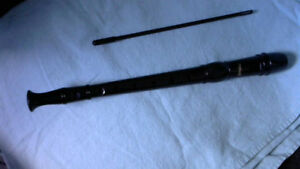 RECORDER / BLACK WITH CLEANING ROD