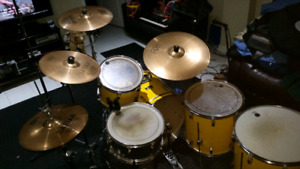 drums,cymbals,stands,mics,cables