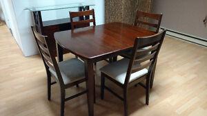 Tables, buffet et 4 chaises