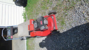 Toro Power Deluxe Lawn Mower 53SP / Tondeuse