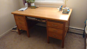 Wooden desk, great condition, free!