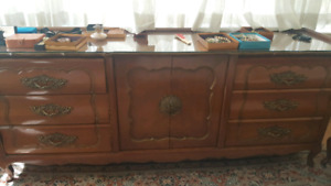set de chambre antique - 240$ NEGO