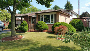 Mud & Winterberry - Bright and updated detached home on a court
